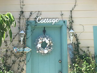 Charming cottage, gateway into world famous siesta key beaches