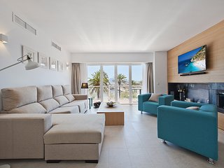 Apartment 1st line of the sea, terrace and privileged views.