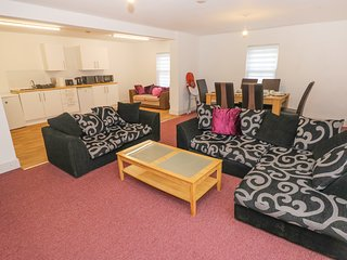 THE BIG ONE, WiFi, hot tub, off-road parking, Haverfordwest
