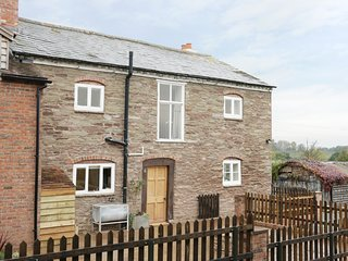 THE FARMHOUSE, pet-friendly, character, near Leominster