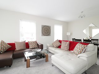 ESK APARTMENT 2, first floor, open-plan, Longtown