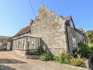 BRADING COTTAGE, open fire, two pets welcome, in Whitwell