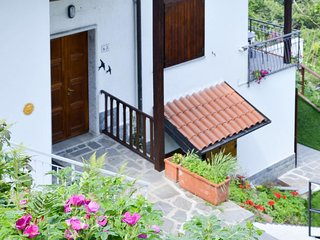 Pallanza Holiday Home Sleeps 8 with Free WiFi - 5683199