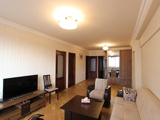 Bright 3 BDR apartment on Tumanyan Nalbandyan crossroads                       a