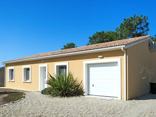 3 bedroom Villa in Montalivet-les-Bains, Nouvelle-Aquitaine, France : ref 568277