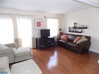 Bensalem Sunlit Townhome--Finished Basement, Near Parx!