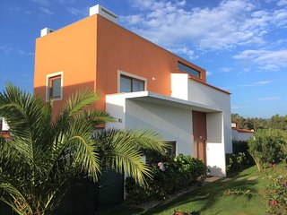 Luxury villa, private pool, beach/golf 5 minutes, Wi-Fi, sleeps 6, Obidos Lagoon
