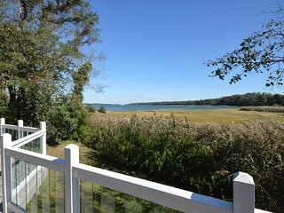 Waterfront 4 Bedroom with Beautiful Views