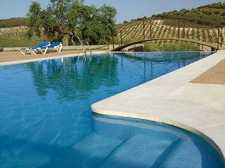 Casa Rural para 2 personas, piscina compartida, en LA CAÑADA de Estepa