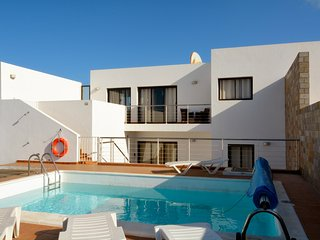 SEA VIEW VILLA, air con in all bedrooms, Pool heating and a lovely hot tub