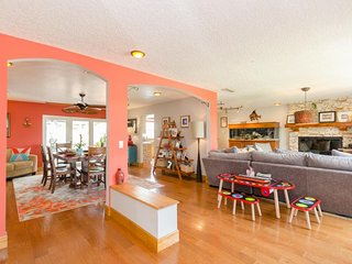 Family friendly house with private pool, backyard Tiki hut and tree fort!