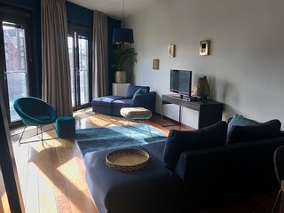 5* luxurious canal house 100m2 on one floor + lift + French balcony in center