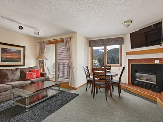 Ski-in Ski-Out, Studio with Views★Hot Tub★ Walk to Village