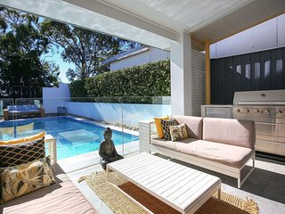 4 Bedroom Designer Home near Manly Beaches H429