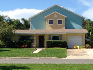 Enjoy Salt Life! Lux 5 BR 3 Bath Heated Pool! 5 min walk Door to Shore!