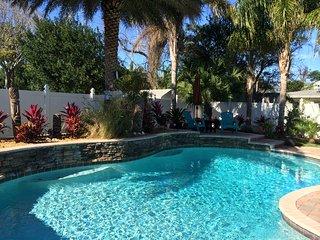 Enjoy Salt Life! Lux 5 BR 3 Bath Heated Pool! 5 min walk Door to Shore!
