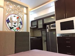 Cozy 1BR next to Venice Mall at BGC + Wifi