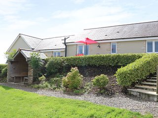 WOODLAND VIEW stylish barn conversion, rural spot, large terrace, shared lawn