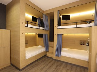 6 Bunk Bed Shared Bathroom