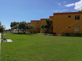 Sol, piscina, playa, deportes. Cómodo apartamento