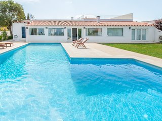 5 bedroom Villa with Pool and WiFi - 5682594