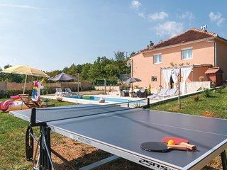 3 bedroom Villa in Gornji Alebici, Splitsko-Dalmatinska Zupanija, Croatia : ref