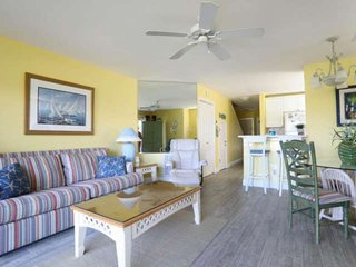 Seascape Lakefront Condo. Just Blocks From The Beach. Great Fall & Snowbird Rate