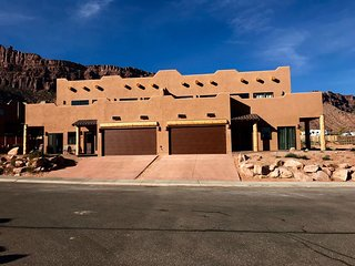 Moab Vacation in Luxury, New 3 Master Suite Home sleeps 13 Near National Parks