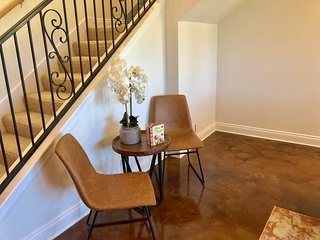 Spacious Modern Condo near LSU- 3BR/3.5 Bathrooms
