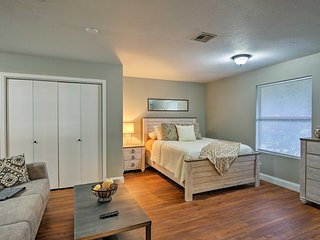 NEW-Cozy Updated Studio 1 Mi. to Tulsa Expo Center