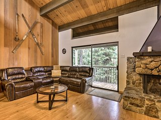 Kings Beach Condo w/ 2 Decks - Mins to Lake Tahoe!