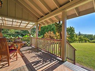 Gorgeous 'Hale Aloha Aina' Pahala Cottage w/Porch!