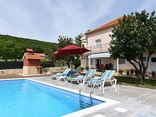 Holiday home Miramary with private pool near Split, location de vacances à Trilj