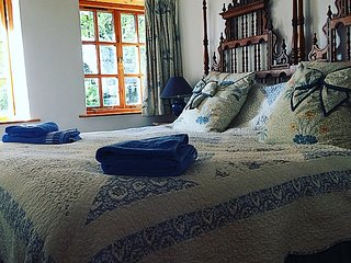 Bedroom with superking bed - can be made into a twin