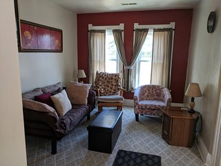 Aunt Roses Place Upper 1 BR