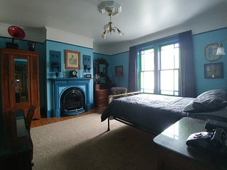 Gower Manor Victorian Guest House - The Blue Room