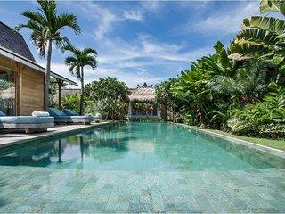 Garden & Pool View - Villa Little Mannao