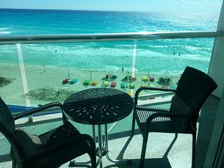 OCEAN DREAM PRIVATE 1 BEDROOM OCEAN VIEW APARTMENT IN HEART OF CANCUN CLUB ZONE