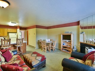 1 BR Vacation Condo near Pineview, Powder Mountain, Snowbasin & Nordic Valley Sk