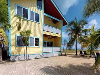 Second-floor oceanfront villa with easy access to the beach, near the ferry
