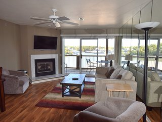 *Beautiful Condo  Main Channel View*Overlooks Pool*Sleeps 10 *3bed/2bath
