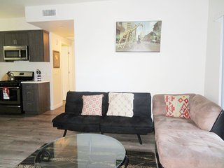 1 Bed/1 Bath w/ Futon; Near Shopping Mall (F31)