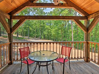 Crater of Diamonds Getaway Cabin In The Woods - 1BR/1BA + Loft - Sleeps 8