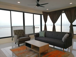 3BR Seaview Duplex Sunrise Gurney