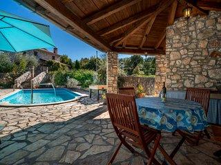 Krsan Holiday Home Sleeps 4 with Pool Air Con and Free WiFi - 5250949