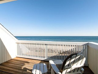 Modern oceanfront townhouse located in the center of Wrightsville Beach
