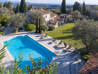 Holiday Villa with pool close to St Paul de Vence