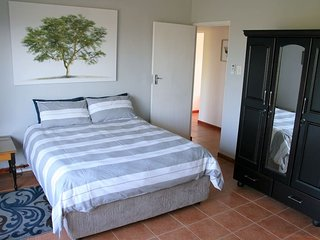Flame Tree Inn (Bedroom 3)