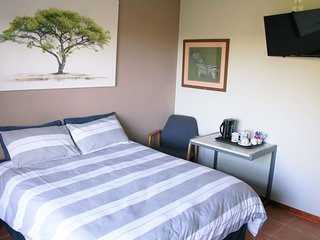 Flame Tree Inn (Bedroom 2)