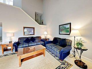 3BR Sea Pines Villa on Fairway w/ Pool & Private Patio